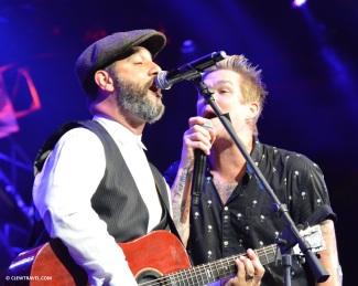 mark_mcgrath_singing3