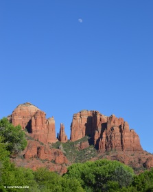red_rock_crossing_moon