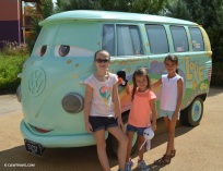 vw_bus_girls