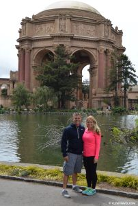 palace_of_fine_arts_san_fran_couple